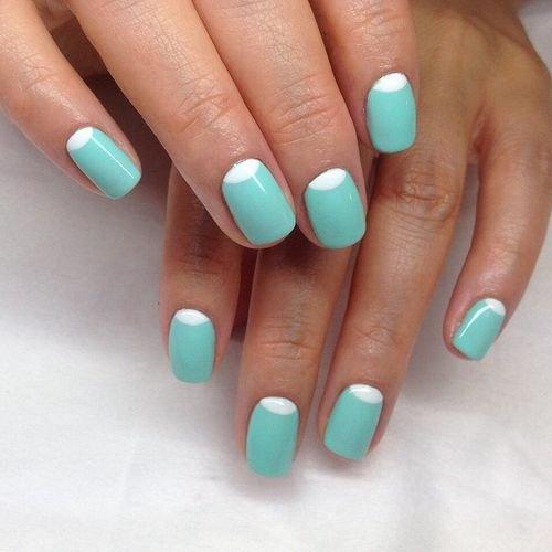 Маникюр на короткие ногти двухцветные