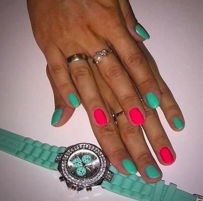 С каким цветом сочетается мятный цвет на ногтях