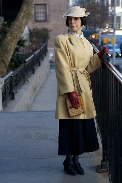 Жена двумя зрелые женщины в кожаных сапожках фото