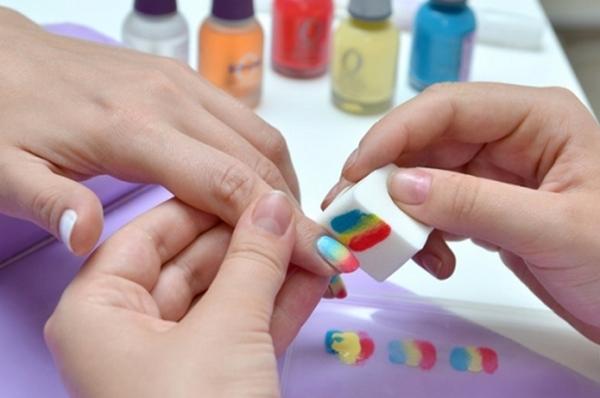 Как губкой накрасить ногти двумя цветами