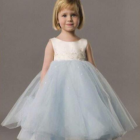 3429500172114ae Разумеется, что родители при выборе платья, будут исходить из соображений  экономии и практичности. Пышное платье вряд ли еще куда-то наденешь, ...