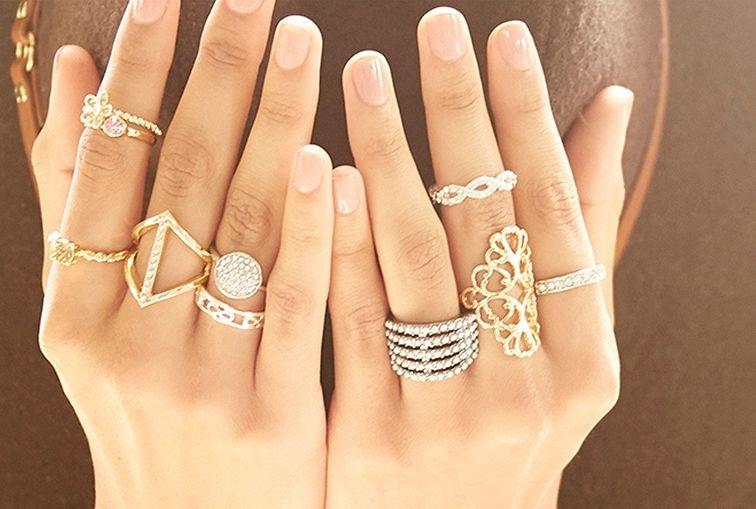 сексуальные фото женских пальчиков с дорогими кольцами