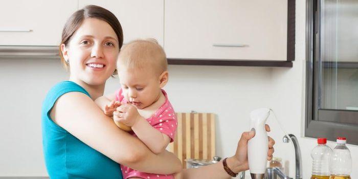Если кормящая мама потребляет меньше калорий