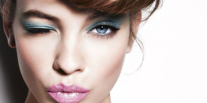 голубые женские глаза