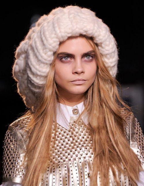 модные вязаные шапки. фото