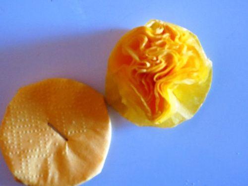 Как сделать легкие цветы из салфеток фото 8
