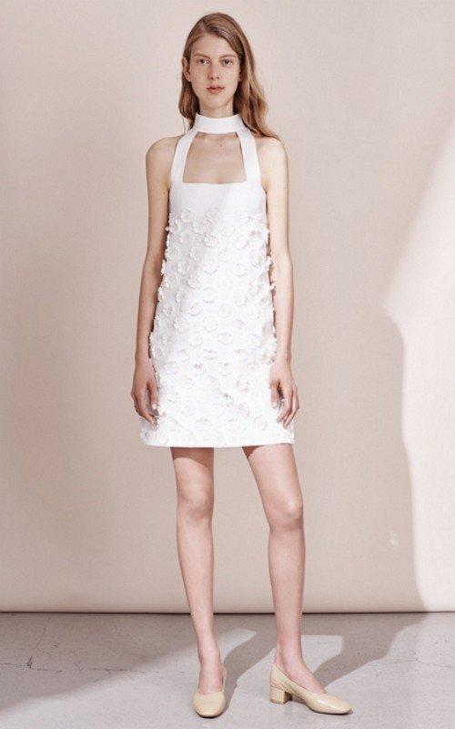 42985941615 ... искусная вышивка на пастельном шифоне и этно-мотивы на белом атласе.  Такое платье на выпускной 2016 позволит юной леди ощутить себя сказочной  феей.