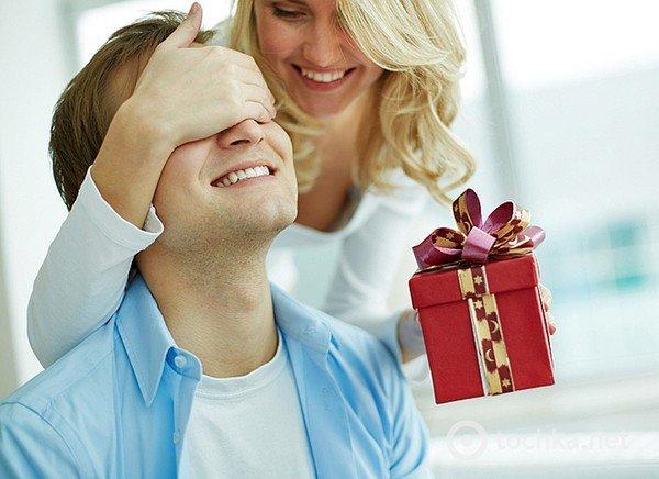 подарки от знакомого парня любовь