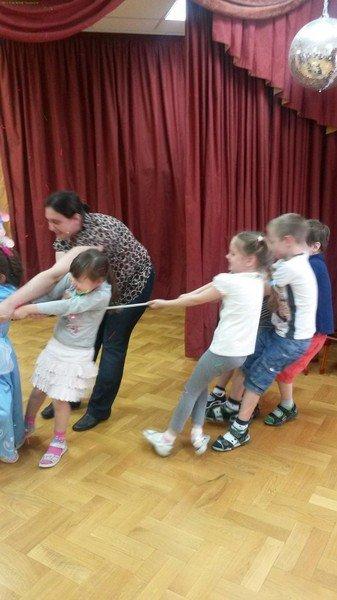 Сценарии новогодних праздники в детском саду