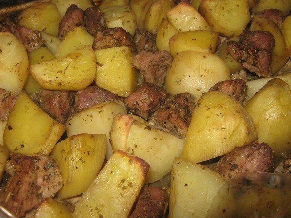 Запечь мясо с картошкой в духовке в рукаве