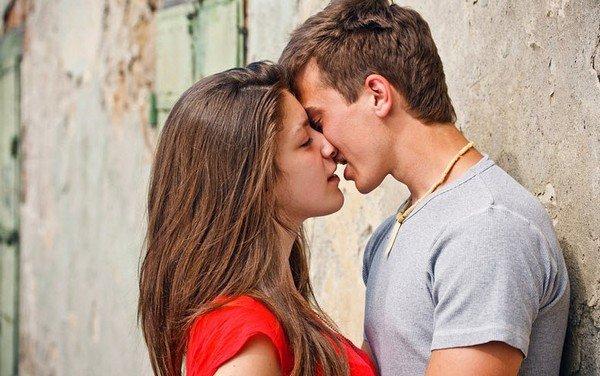 При поцелуе встает член
