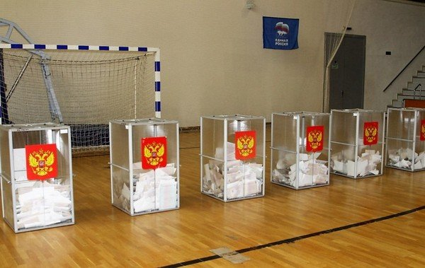 фото с избирательных участков.