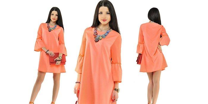 a2a9af059b1 Впервые такое платье появилось на подиумах в 60-х годах и до сих пор многие  модницы стремятся каждый сезон приобрести такую вещь для своего гардероба.