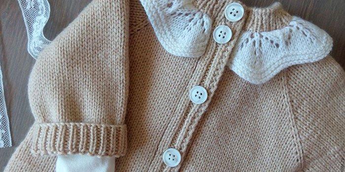 Вяжем для новорожденного 0-3 месяцев: костюмы спицами, идеи 16