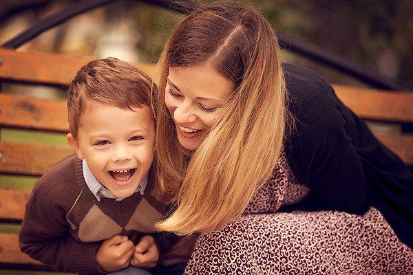 Красивый поцелуй мамы с сыном фото 203-12