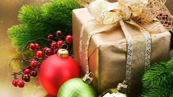 что подарить знакомой семье на новый год