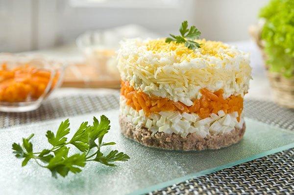 салат с рыбными консервами и рисом классический рецепт