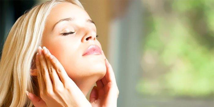 Как избавиться от отеков и тусклой кожи: 3 простых упражнения для лица