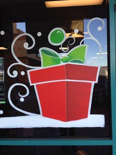 Рисунки на окнах к Новому году 2018: гуашью, зубной пастой