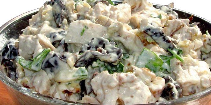 Салат Вкусный с курицей