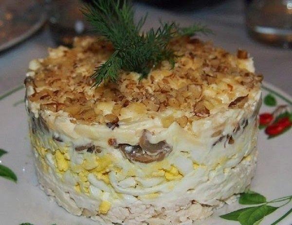 салат с орехами и черносливом слоями рецепт
