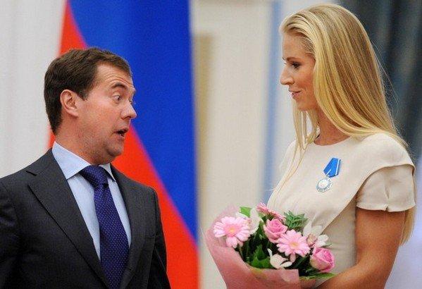 Дмитрий Медведев снова звезда интернета: новое фото ... Спящий Медведев Фотожабы