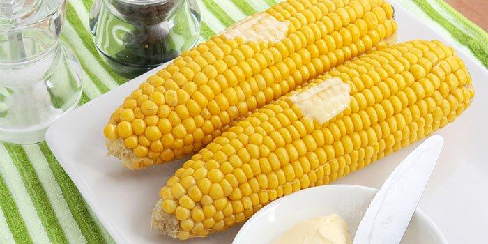Как вкусно приготовить кукурузу в початках и сколько нужно её варить: простые пошаговые рецепты с фото