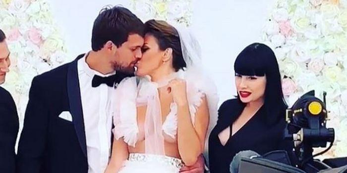 Таня Терёшина оголила грудь, чтобы привлечь внимание к своей свадьбе, фото