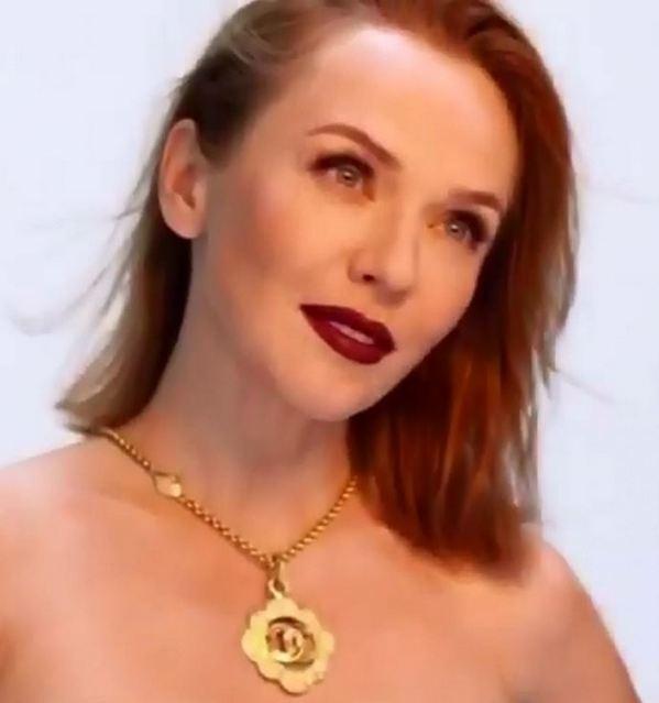 Альбина Джанабаева оголила грудь ради эффектного фото в стиле «50 оттенков серого»