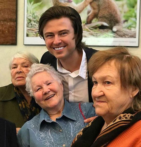 «Глазки-то загорелись...»: любитель женщин-пенсионерок Прохор Шаляпин показал редкое фото с женой Евгения Петросяна