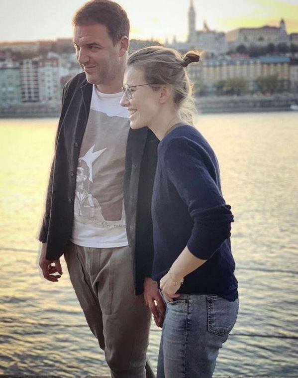«Это намёк»: Максим Виторган показал Ксению Собчак рядом с аистом и ребёнком