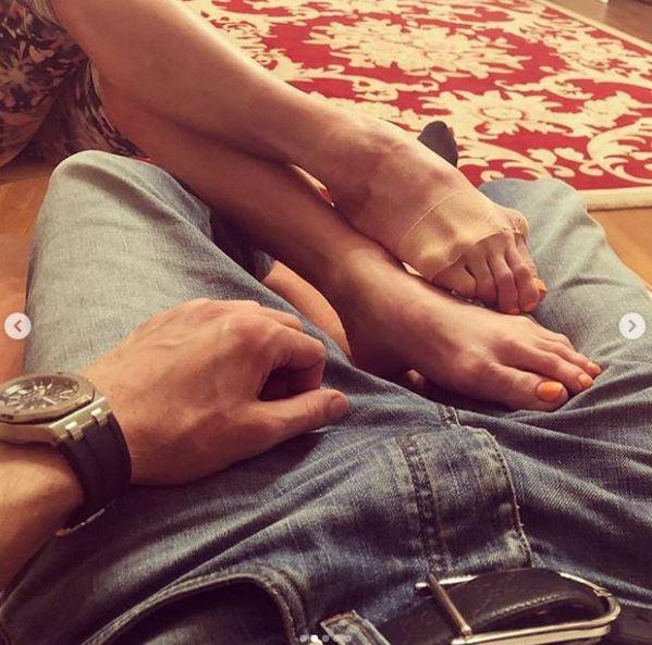 Мужские носки как символ счастья: Анастасия Волочкова похвасталась новым романом