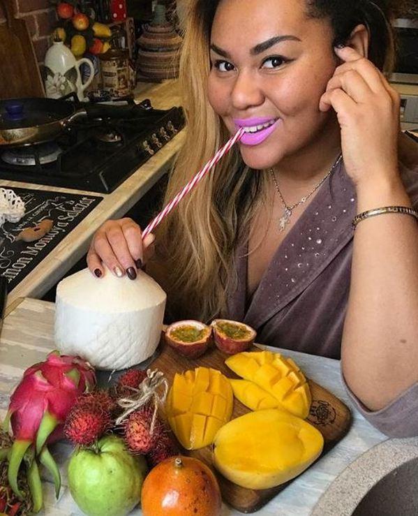 «Я начинаю жрать как саранча»: Корнелия Манго не может сбросить лишний вес