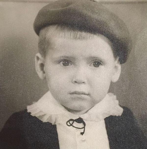 «Какой милый юноша»: лысый Никита Джигурда удивил поклонников редкими фото