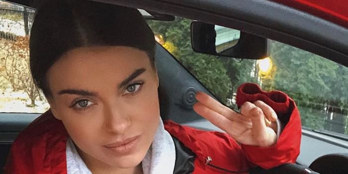 «Что за костюм пожарника»: наряд Елены Темниковой раскритиковали фанаты Полины Гагариной
