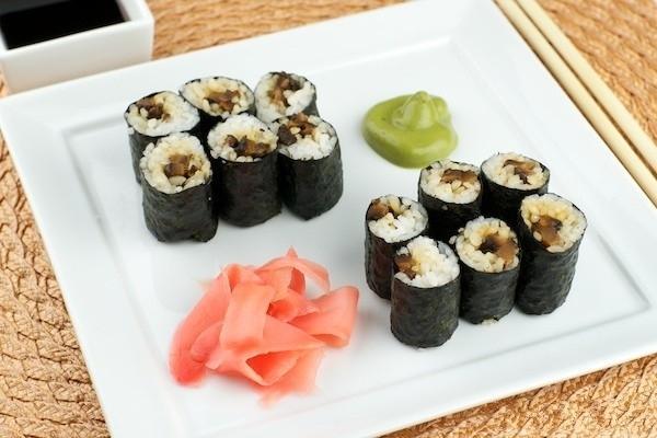 Роллы маки-суши с семгой и омлетом – кулинарный рецепт