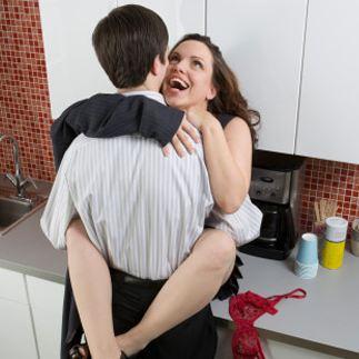 Секс между супругами становится