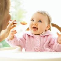 Как правильно кормить ребенка после года?