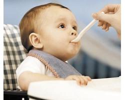 Чем кормить ребенка до 1 года