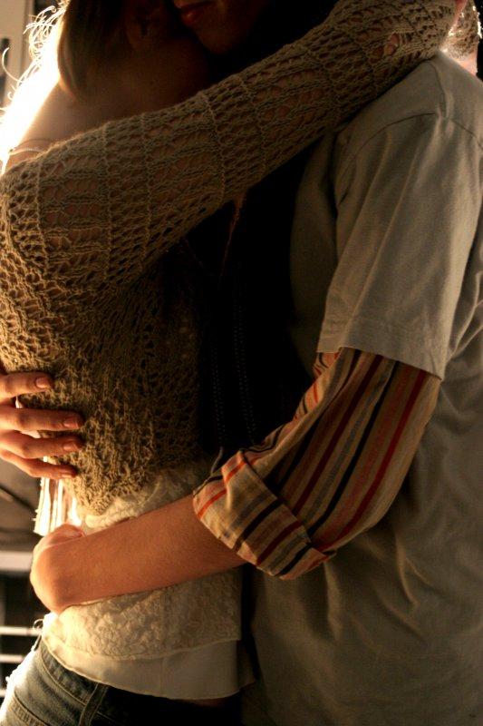 Картинки мужчина обнимает женщину со спины без лица