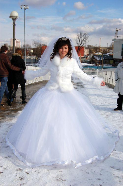 d8a5ea12da19af3 Зимнее простое свадебное платье