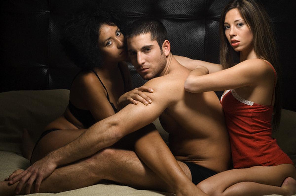 Ролик секс втроем смотреть