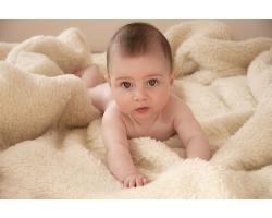 Физическое развитие ребенка в 4 месяца