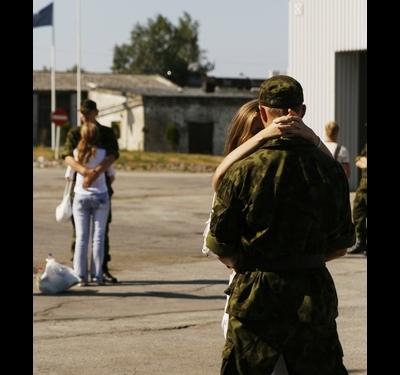Фото девушка приехала к парню в армию — img 14