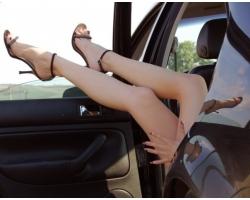 Почему мужчин возбуждают женские ножки