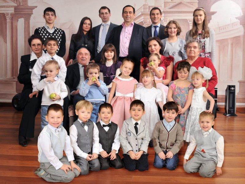 самые многодетные семьи фото поэтому