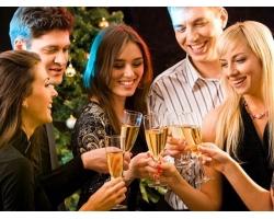 Что подарить друзьям на новогодней вечеринке?