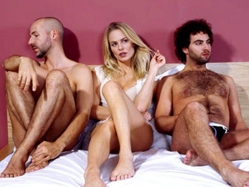 Секс в троём жена муж и мужчина