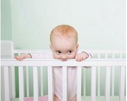 Как приучить ребенка к кроватке?