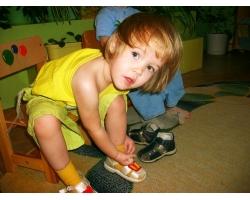Как научить трехлетнего ребенка одеваться без истерик?